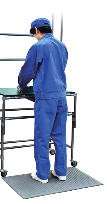 Worker standing on AF-90 Anti-Fatigue Mat
